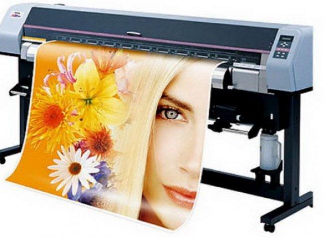 Печать рекламы на самоклеющейся пленке – доступное решение для бизнеса