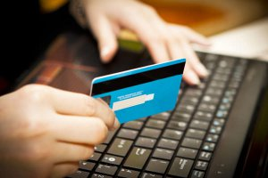 Онлайн займы: преимущества получения денег в долг на карту