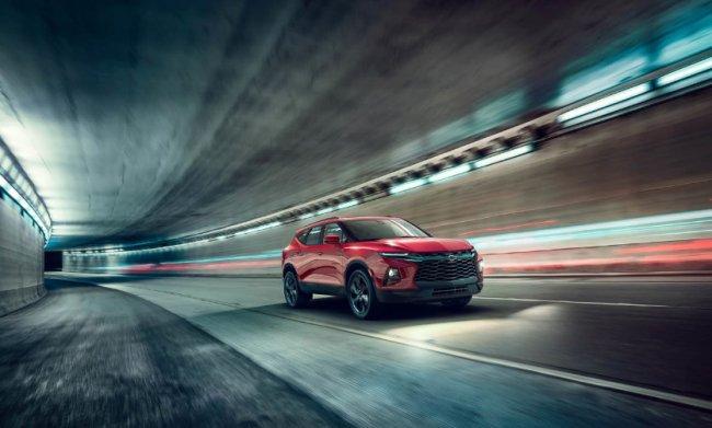 В сети появились фотографии нового Chevrolet Blazer 2