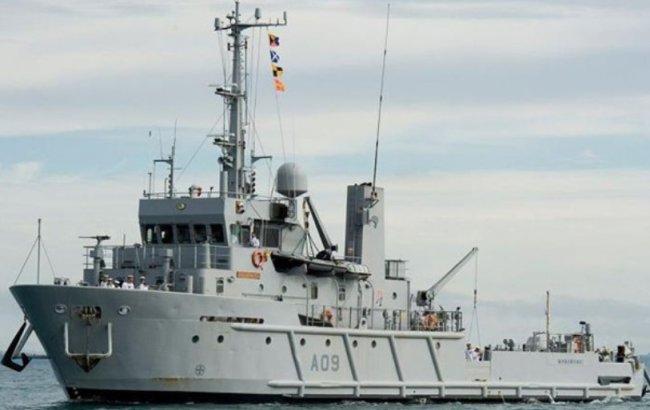 В Австралии семейная пара выкупила военное судно 2