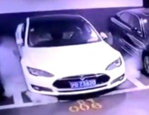 Тесла приняла меры после того, как один из ее автомобилей взорвался в Китае