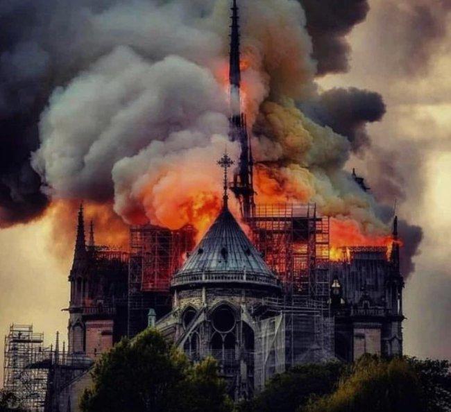 Пожар на Нотр-Дам