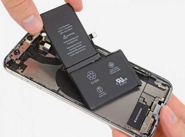 Программисты Apple научились вычислять тех, кто меняет батареи iPhone у неавторизованных мастеров
